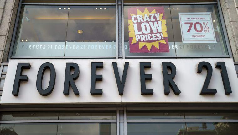 Forever 21 fue fundada en Los Ángeles en 1984 por el matrimonio surcoreano integrado por Do Won y Jin Sook Chang, (Foto Prensa Libre: AFP)