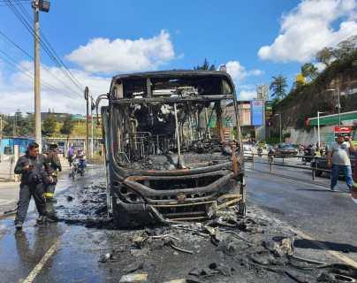 Transurbano se incendia en Puente Belice y genera caos vehicular al norte de la capital