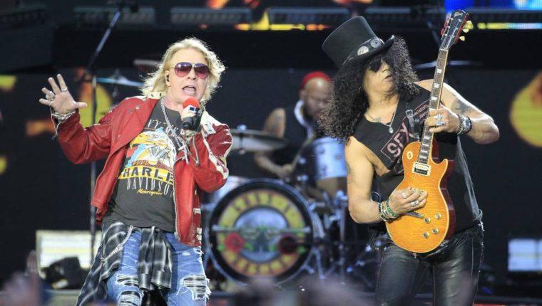Axl Rose y Slash, de Guns N´ Roses, durante el show que ofrecieron el 4 de junio de 2017 en el estadio Vicente Calderón de Madrid.