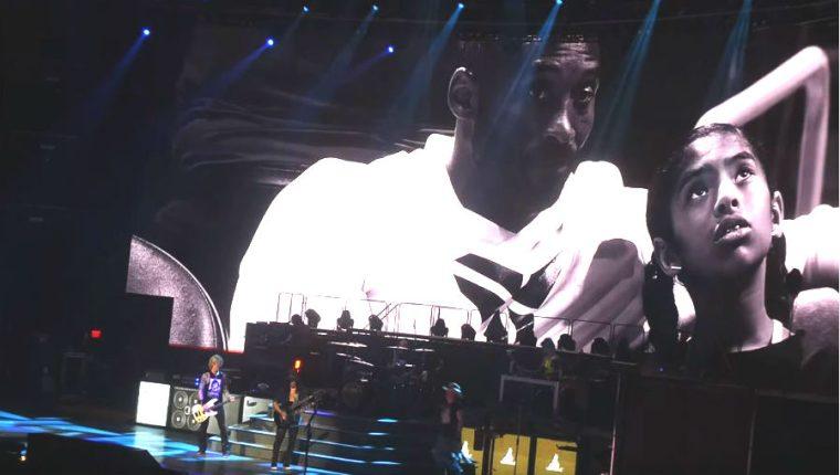 La banda Guns N´ Roses rindió homenaje a Kobe Bryant. (Foto Prensa Libre: YouTube/Jim Brunzell)