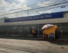 Ingreso al hospital San Juan de Dios. (Foto Prensa Libre: Andrea Domínguez)
