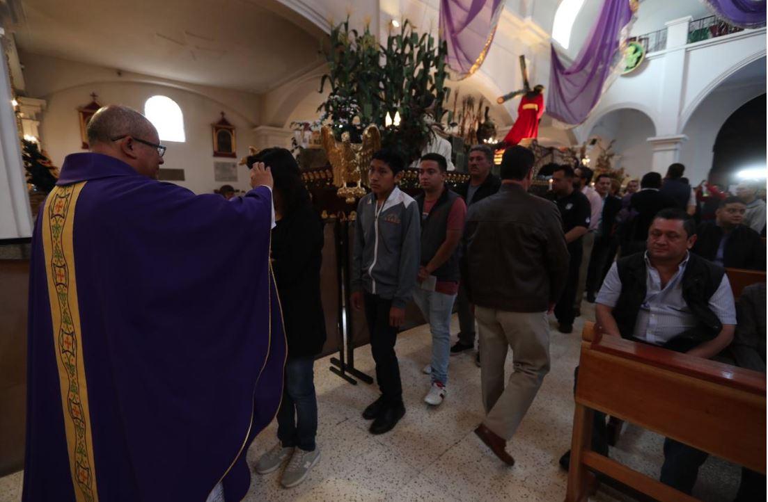 Miércoles de Ceniza: miles de católicos asisten a templos para abrir la Cuaresma