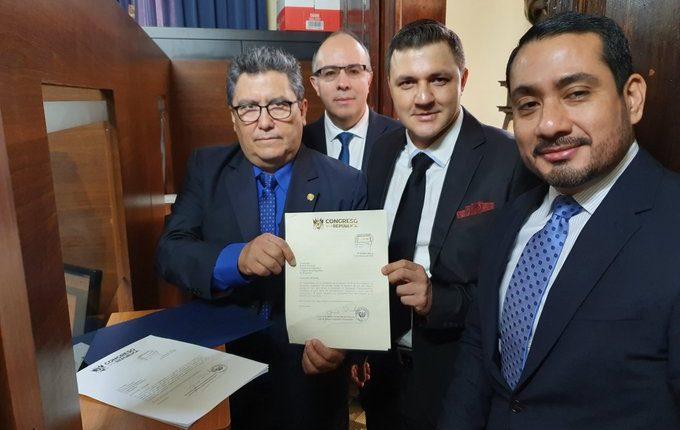 Diputados del partido Humanista durante la conferencia de prensa. (Foto Prensa Libre: @rudiolecsan).