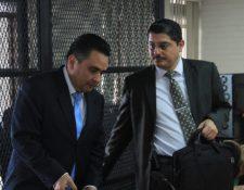 Javier Mendizabal (izquierda) durante la audiencia de este 28 de febrero. (Foto Prensa Libre: Byron García).