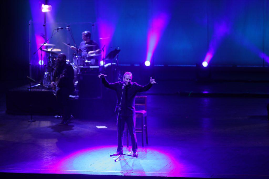"""Los guatemaltecos ovacionaron a José Luis Perales cuando escucharon éxitos como """"Por que te vas"""", """"Creo en ti"""" y """"Le llamaban loca"""". (Foto Prensa Libre: Keneth Cruz)"""
