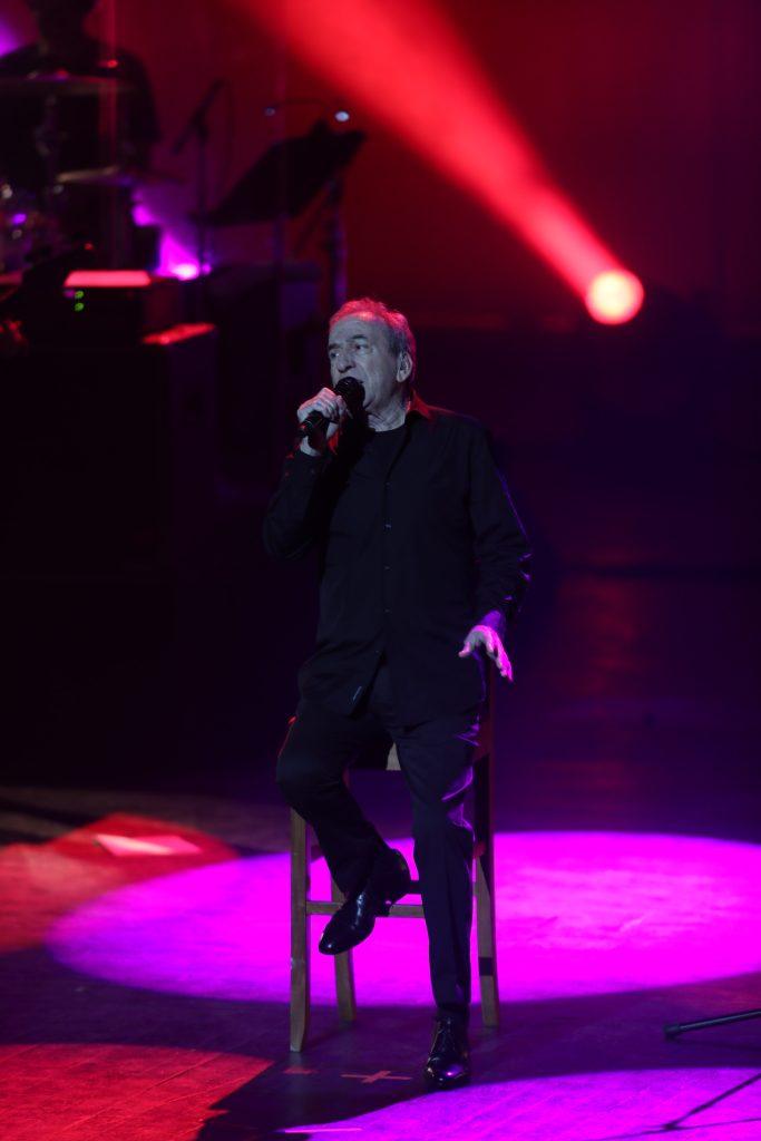 El cantautor español recalcó el agradecimiento local y afirmó que se despide feliz de haber conocido un público como el guatemalteco. (Foto Prensa Libre: Keneth Cruz)
