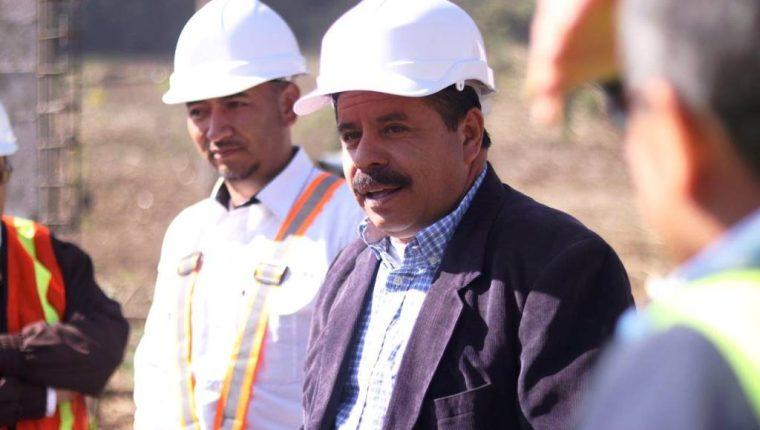"""Juan Fernando López """"JF"""", alcalde de Quetzaltenango -saco café- asumió el cargo el pasado 15 de enero. (Foto Prensa Libre: Hemeroteca PL)"""