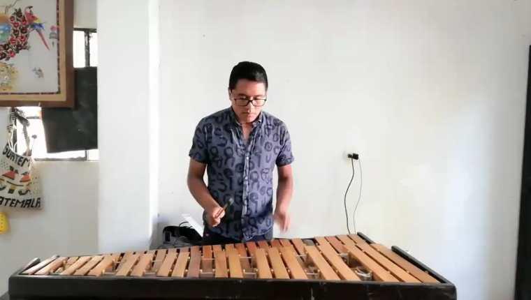 El marimbista Óscar Ajin pertenece a una familia de músicos. (Foto Prensa Libre: cortesía)
