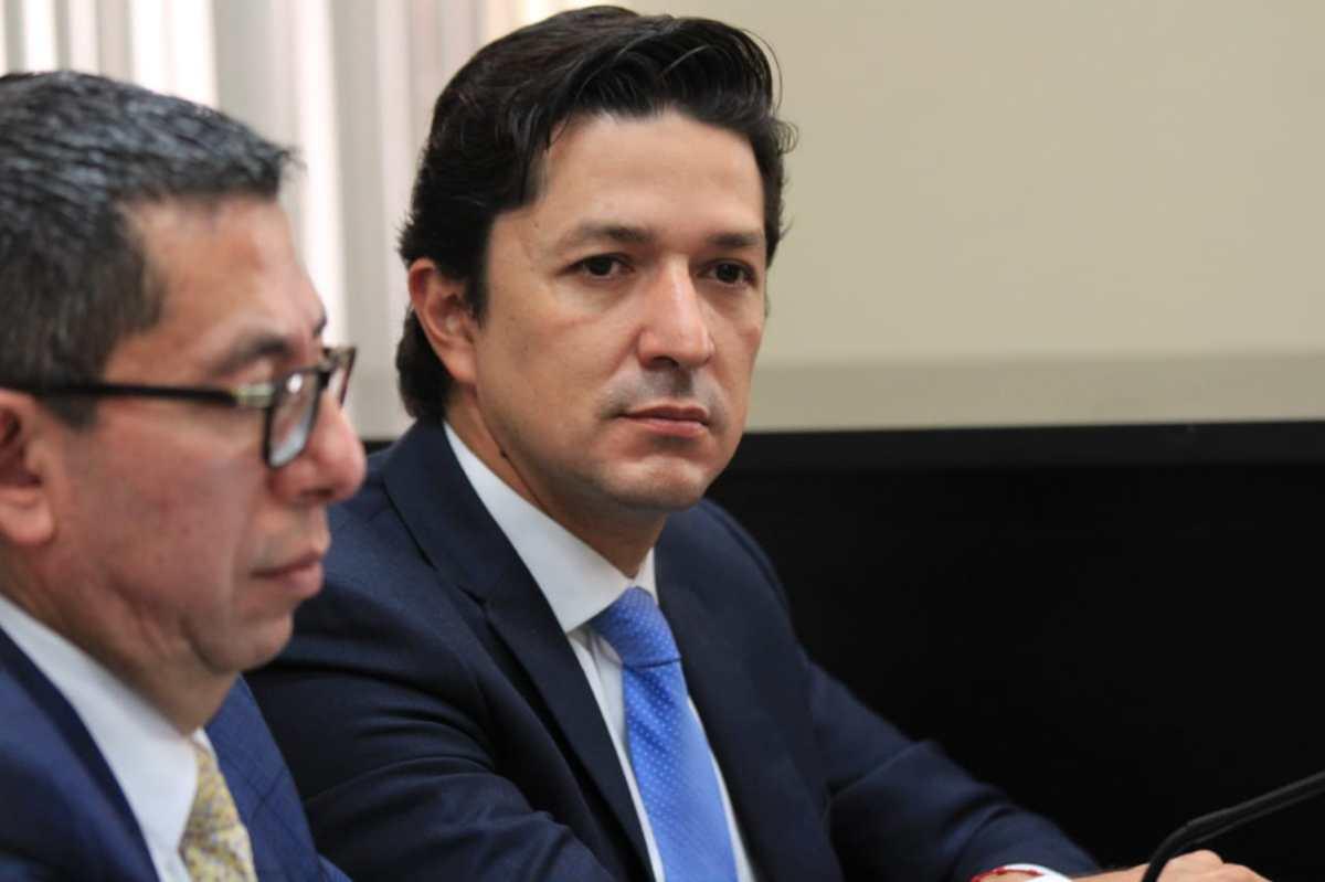 Exministro de Finanzas, Víctor Martínez, es ligado a proceso por fraude