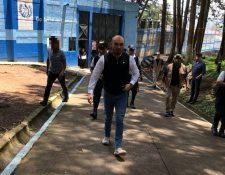 Francisco Molina durante un recorrido por un centro de protección de la SBS. (Foto Prensa Libre: Facebook)