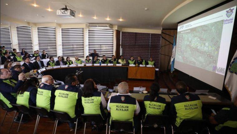 Equipo de trabajo de la Municipalidad de Guatemala durante la evaluación de los planes de trabajo. (Foto Prensa Libre: cortesía)