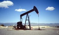 La caída de un 30% del precio del petróleo no tiene precedentes y está provocando una gran onda de choque en los mercados financieros. (Foto HemerotecaPL)