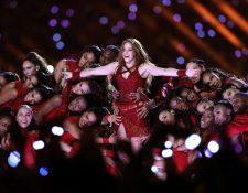 La artista colombiana Shakira deleitó a multitutes durante el show de medio tiempo del Super Bowl. (Foto Prensa Libre: AFP)