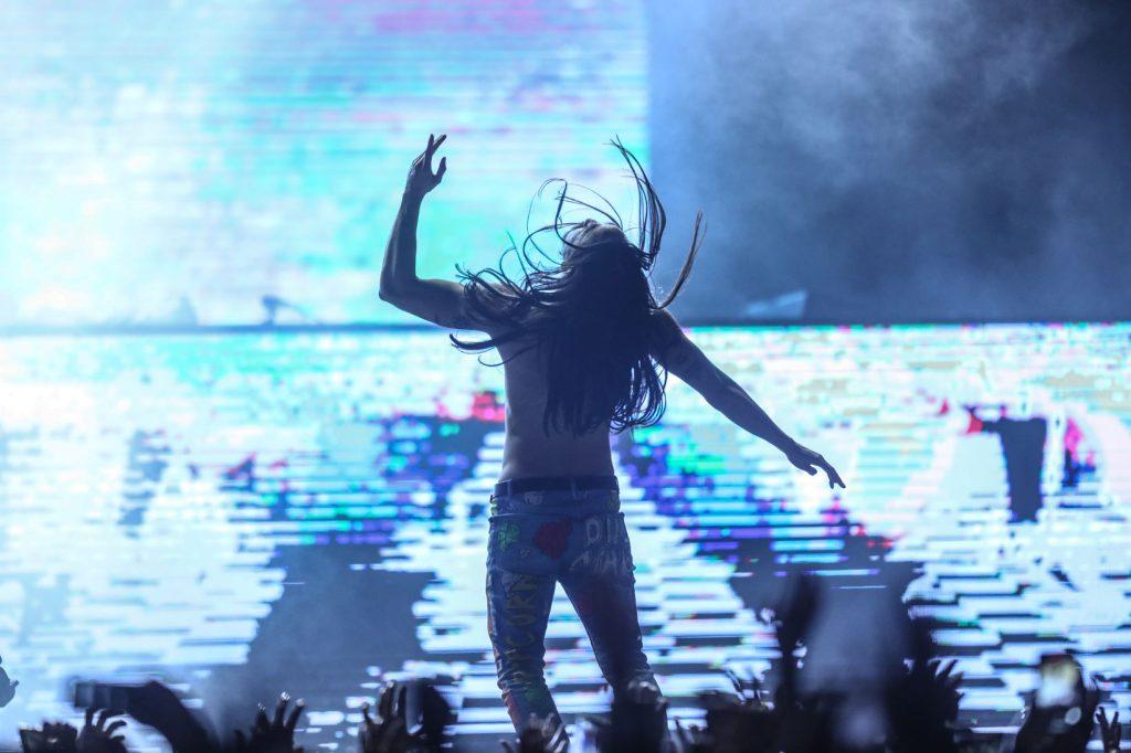 El Dj estadounidense derrochó talento en el escenario durante su show de 90 minutos. (Foto Prensa Libre: Keneth Cruz)
