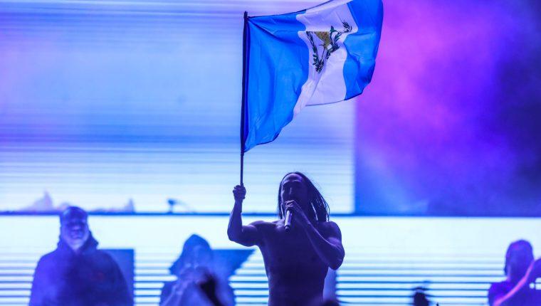 Steve Aoki agradeció el apoyo de sus seguidores guatemaltecos durante el concierto que dio en el Estadio del Ejército. (Foto Prensa Libre: Keneth Cruz)