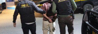 El hombre es señalado del delito de violación. (Foto Prensa Libre: PNC)