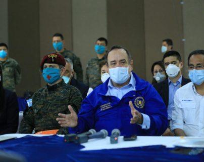 Giammattei agradeció a todos los que se involucraron en la habilitación del Hospital Campaña. (Foto: Presidencia de la República)