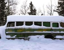El autobús está bastante aislado y los turistas deben cruzar el río Teklanika. GAVIN BRENNAN