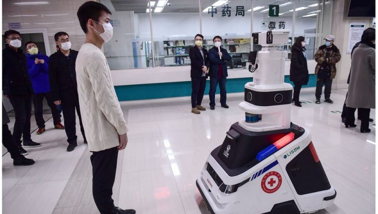 Los hospitales están usando robots para luchar contra la epidemia de coronavirus.