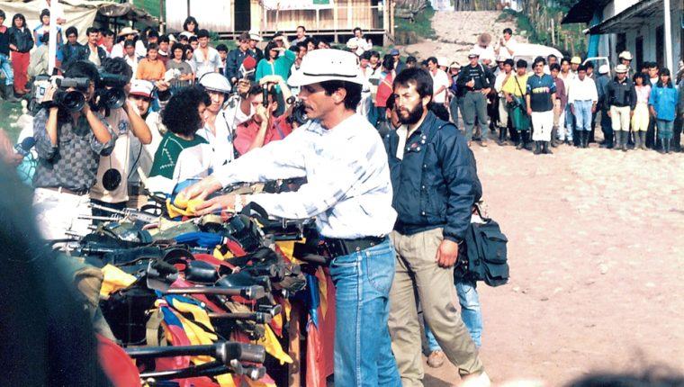 Este fue el momento en que el M-19, encabezado por el luego asesinado Carlos Pizarro, dejó las armas.
