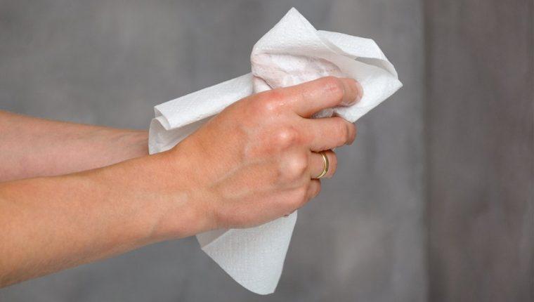 Secarse las manos con toallas de papel descartables es el método más efectivo para evitar la propagación de virus y bacterias.