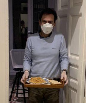 Coronavirus: cómo es vivir en casa con alguien que tiene que estar aislado por el covid-19