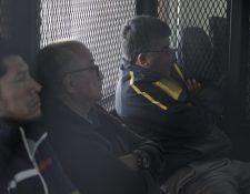 Arnoldo Medrano -d- escucha la petición del MP en la recta final del juicio. (Foto Prensa Libre: Noé Medina)