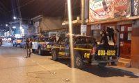 Autopatrullas de la PNC permanecen en San Juan Sacatepéquez en vigilancia tras el ataque armado contra investigadores del Comando Antisecuestros. (Foto Prensa Libre: Andrea Domínguez)