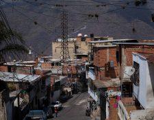La pobreza que se vive en Venezuela a orillado a muchas familias a abandonar a sus hijos recién nacidos porque no pueden mantenerlos. (Foto Prensa Libre: EFE)