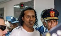 Ronaldo de Assis Moreira, Ronaldinho, celebrará sus 40 años en prisión. (Foto Prensa Libre: EFE)