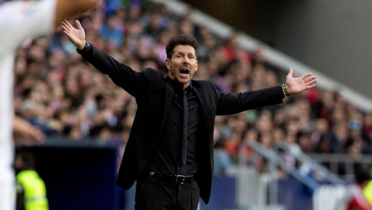 El entrenador del Atlético de Madrid, Diego 'Cholo' Simeone, durante el partido contra el Sevilla, correspondiente a la jornada 27 de LaLiga. (Foto Prensa Libre: EFE)