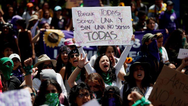 Mujeres guatemaltecas repudian los actos de violencia contra ese sector de la población. (Foto Prensa Libre: EFE)