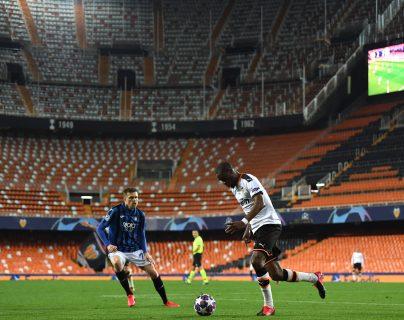 El Valencia CF sufre por el  nuevo coronavirus. (Foto Prensa Libre: EFE)
