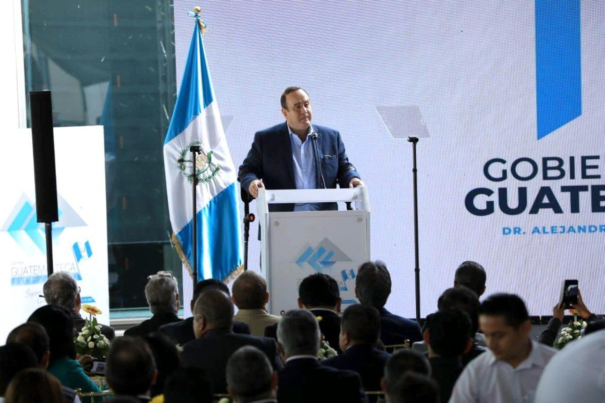 Giammattei pidió a CSJ y MP retirar los casos penales contra empresarios por temas fiscales