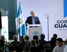 El presidente Alejandro Giammattei durante su encuentro con empresarios en la Cámara de la Construcción. (Foto Prensa Libre: EFE)