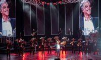 MEX7448. CIUDAD DE MÉXICO (MÉXICO),13/03/2020.- Fotografía cedida por la promotora Ocesa, fechada el 12 de marzo del 2020, que muestra al cantante mexicano Alejandro Fernández, durante un concierto ofrecido en el Auditorio Nacional, de Ciudad de México (México). EFE/Chino Lemus/Ocesa/SOLO USO EDITORIAL/ NO VENTAS