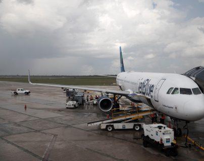 La mayoría de países han cancelado los vuelos ante la crisis del coronavirus.(Foto Prensa Libre: EFE)