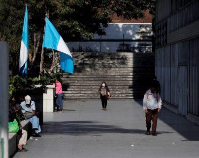 A partir del domingo 22 de marzo de 2020 y por ocho días, los guatemaltecos estarán bajo estado de sitio para evitar la movilidad de personas en las calles y frenar el contagio del covid-19. (Foto Prensa Libre: EFE)