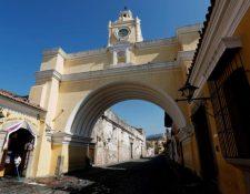 Calle del Arco, uno de los sitios más visitados por turistas en Antigua Guatemala. (Foto Prensa Libre: EFE)