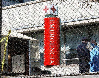 Una carpa temporal se erige fuera de la sala de emergencias en el Hospital Metropolitano de Nueva York, la ciudad que se convirtió en el epicentro del coronavirus en Estados Unidos. (Foto Prensa Libre: EFE)