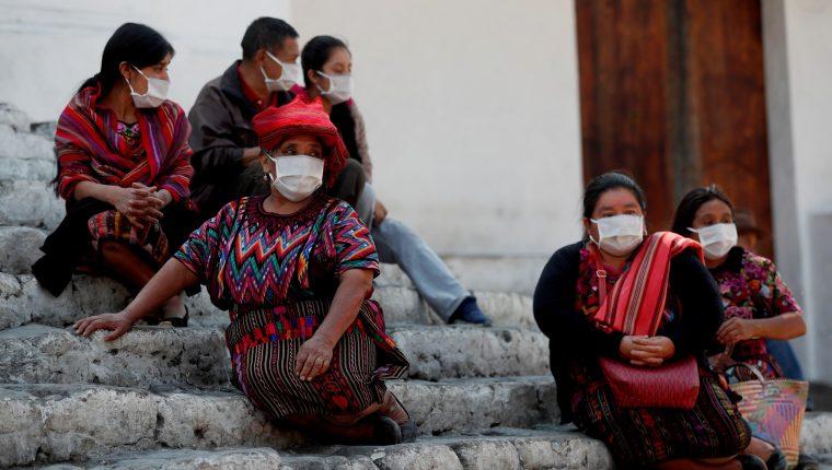 En Guatemala, la pandemia ha dejado menos  acceso a planificación familiar. En la imagen mujeres indígenas de Chichicasteango, Quiché. (Foto Prensa Libre: EFE)