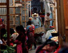 Giammattei señaló que la población se ha relajado y eso puede convertirse en un problema en los próximos días. (Foto Prensa Libre: Hemeroteca PL)