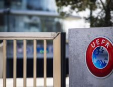 La UEFA informó que decidió adelantar los pagos porque algunos clubes enfrentan problemas económicos por la crisis. (Foto Prensa Libre: EFE)