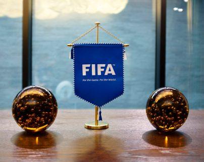 La Fifa busca soluciones que no pongan en peligro la vida humana. (Foto Prensa Libre: EFE)