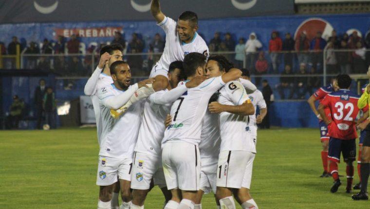 Comunicaciones lideraba el torneo después de la fecha 13. (Foto Prensa Libre: Hemeroteca PL)