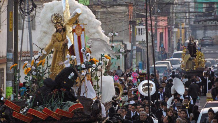 La procesión de Jesús Nazareno de las Angustias y Santísima Virgen de Dolores de la Parroquia San José Obrero cumple 59 años de realizarse. (Foto Prensa Libre: Néstor Galicia)