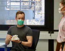 Caroline Sommer y Peter Michael Mross trabajan en un CPAP.