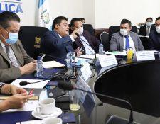Los diputados conocieron la propuesta del Ejecutivo que ayudaría a miles de familias. (Foto Prensa Libre: Congreso)
