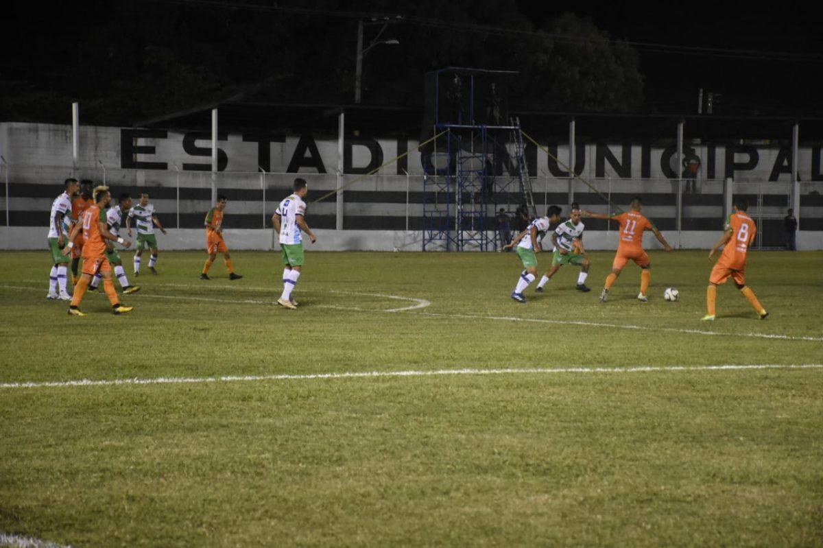 Siquinalá remonta frente a Antigua en el Armando Barillas