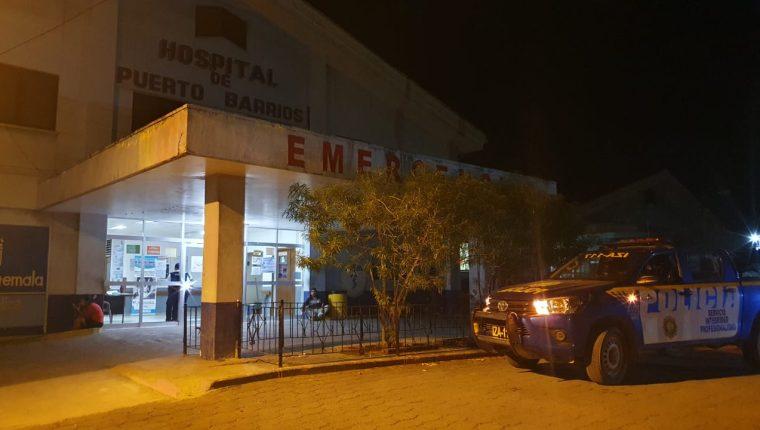 Las personas heridas fueron trasladadas al hospital de Puerto Barrios. (Foto Prensa Libre: Dony Stewart)